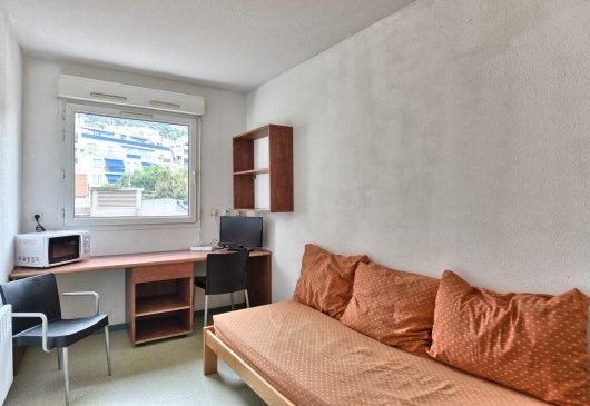 location meubl e nice. Black Bedroom Furniture Sets. Home Design Ideas