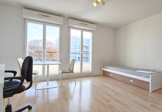 location meubl e de studio montesson. Black Bedroom Furniture Sets. Home Design Ideas