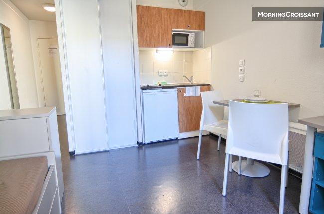studio meubl louer marseille studio calme marseille. Black Bedroom Furniture Sets. Home Design Ideas