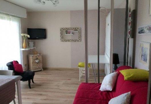 location meubl e dijon. Black Bedroom Furniture Sets. Home Design Ideas