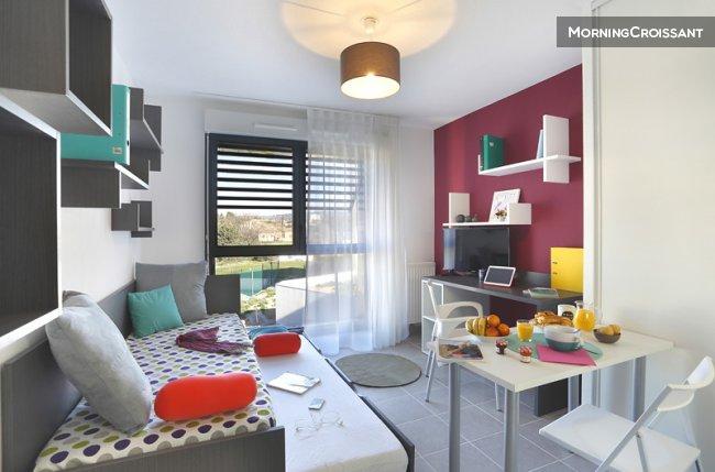 studio meubl louer aix en provence studio neuf. Black Bedroom Furniture Sets. Home Design Ideas