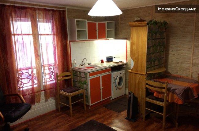 Studio meubl louer paris studio coquet dans le mar for Louer studio meuble paris