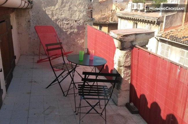 Appartement meubl louer marseille joli t2 avec for Location appartement marseille t2 terrasse